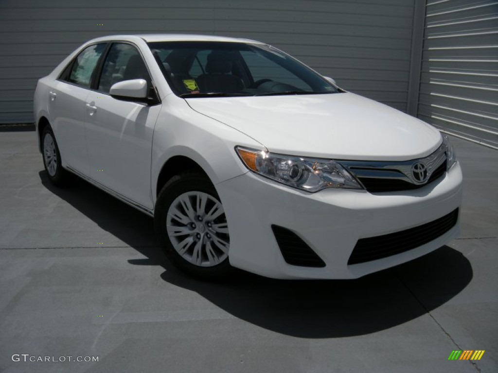 2017 Camry Le Super White Ash Photo 1