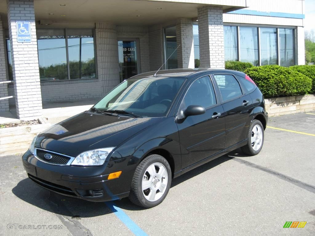 2007 pitch black ford focus zx5 ses hatchback 9514186. Black Bedroom Furniture Sets. Home Design Ideas
