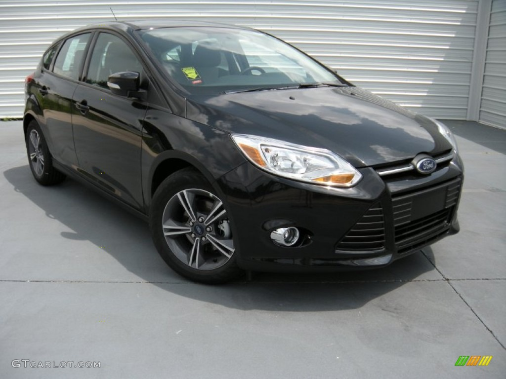 2014 tuxedo black ford focus se hatchback 96125584 photo 17 car color galleries. Black Bedroom Furniture Sets. Home Design Ideas