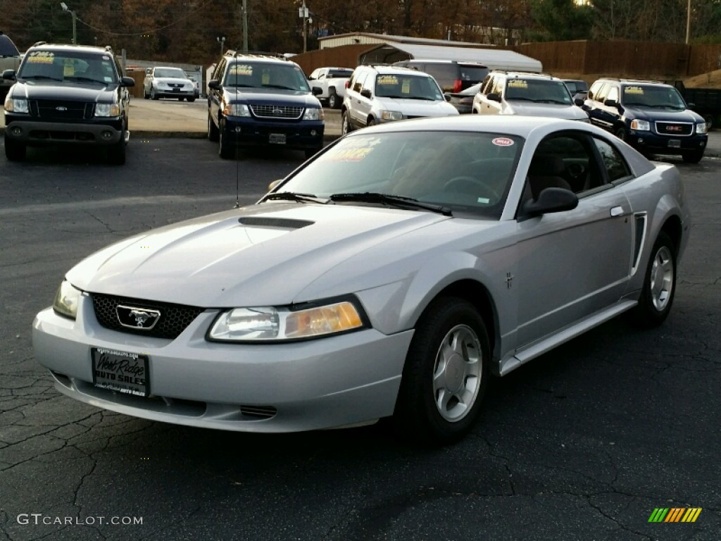 2000 Mustang V6 Coupe - Silver Metallic / Dark Charcoal photo #2