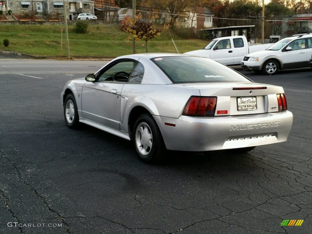 2000 Mustang V6 Coupe - Silver Metallic / Dark Charcoal photo #4